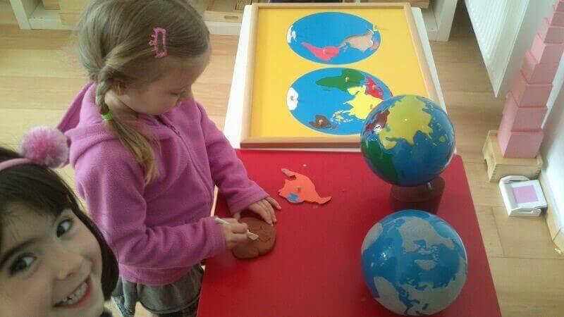 Material utilizado en el área de la educación cósmica Montessori