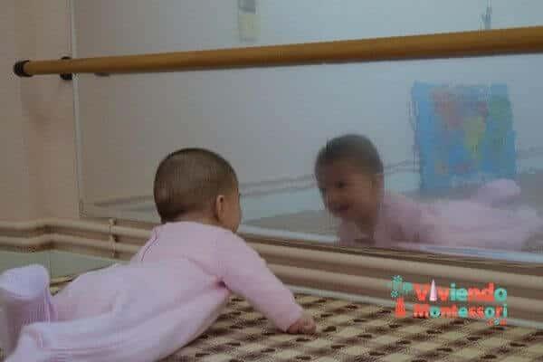 Actividades Montessori frente al espejo