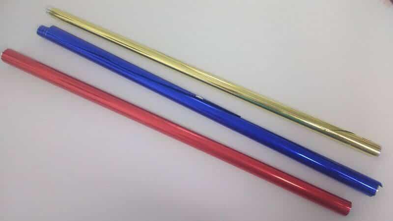 Muestras del papel metalizado de colores para los móviles Montessori