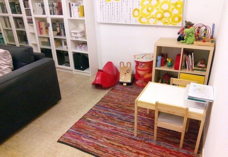 Ejemplo de un salón con el método Montessori en casa
