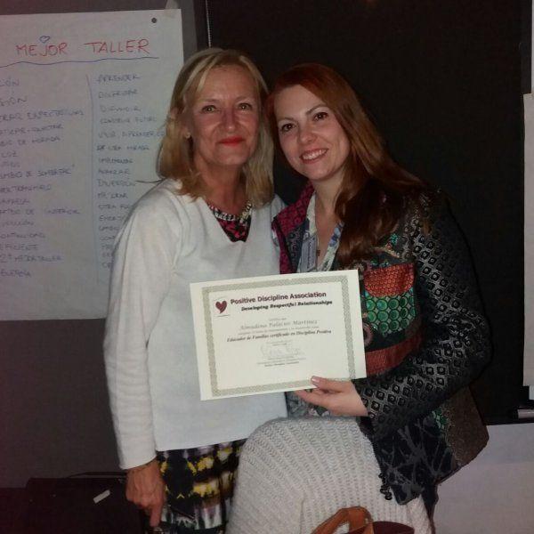 Certificación en Disciplina Positiva a Almudena Palacios con Marisa Moya