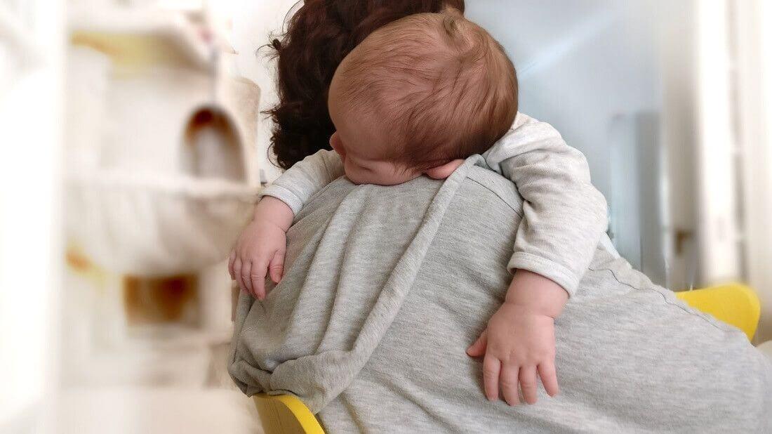 alimentar al bebé por la noche